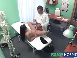 Medic at the faux polyclinic investigates nice steamy patient sexvideo