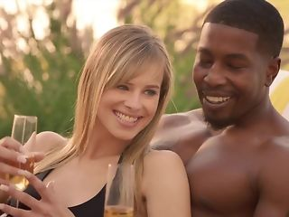 Cheating spouse luvs seeing his wifey fellating ebony sausage connected with bi-racial threeway pornvideo