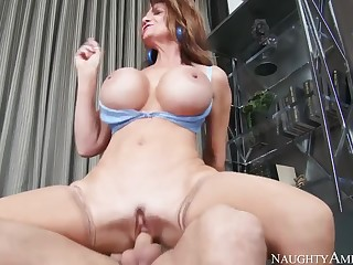 Fetching breasty MILF Deauxma in tempting down in put emphasize mouth stockings